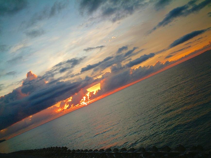 沖縄 道の駅 許田からの夕日