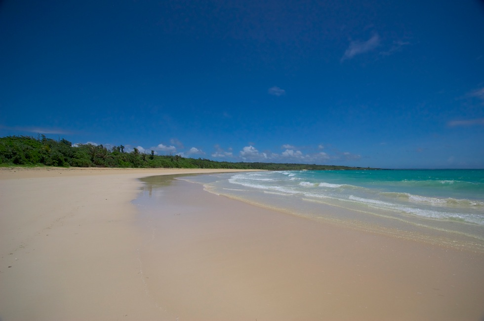 渡口の浜 美しい砂浜が魅力 宮古島から伊良部島へ