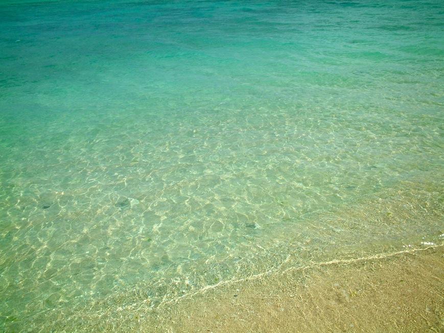 沖縄 瀬底ビーチ 本島ではトップクラスの透明度