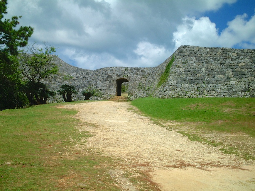 座喜味城跡 沖縄の世界遺産 天空の庭のようなグスク