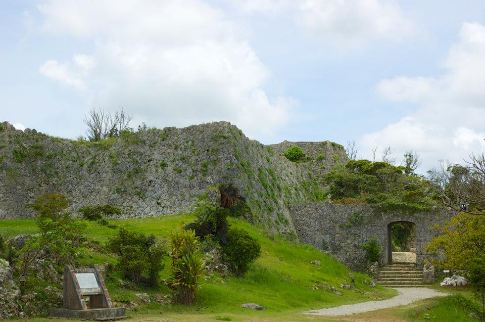 沖縄の世界遺産「中城城跡 」 ペリーも驚いた石造建築が素晴らしい。