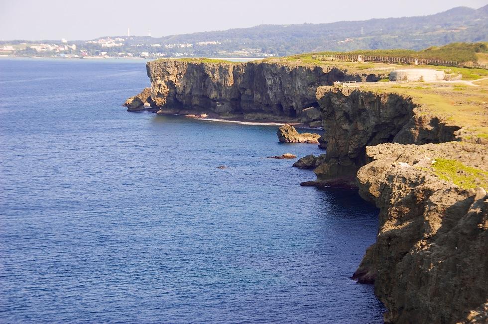 「残波岬」 東シナ海に面した断崖絶壁の岬