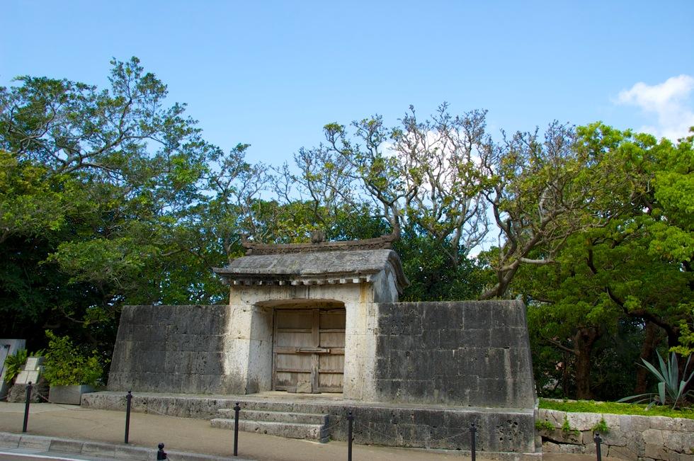園比屋武御嶽石門 沖縄 世界遺産 代々の国王が安全を祈願した場所