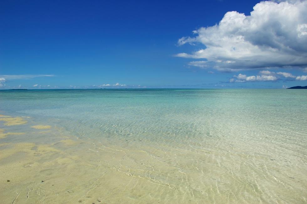コンドイビーチ 白い砂浜が果てしなく続く竹富島の最高のビーチ