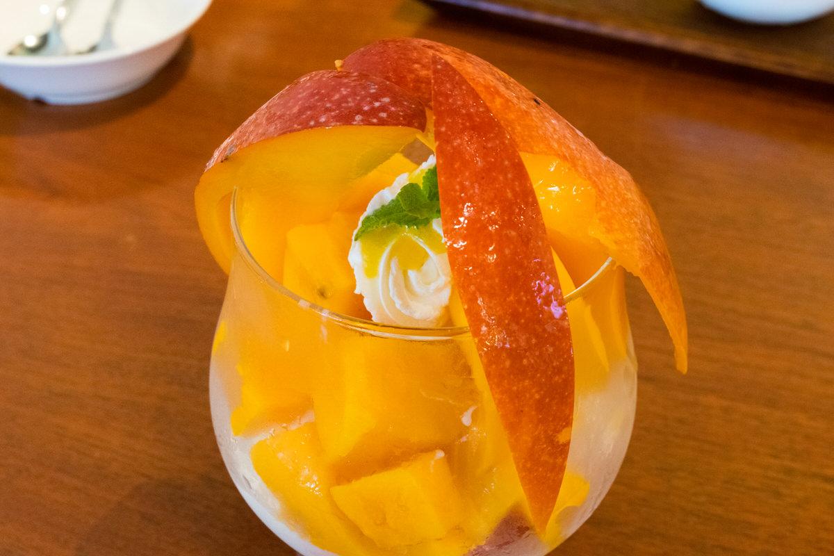来間島、農家直営「楽園の果実」宮古島産極上マンゴーパフェ