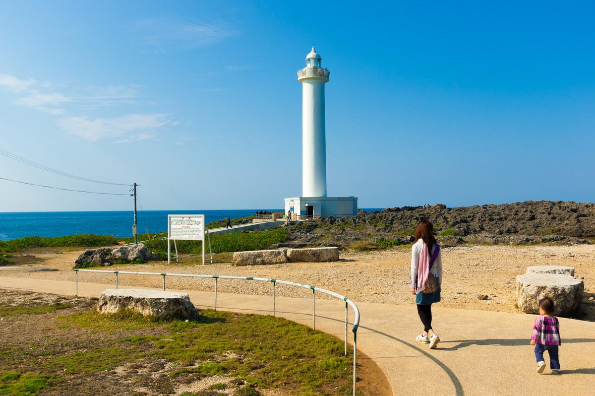 残波岬灯台への道