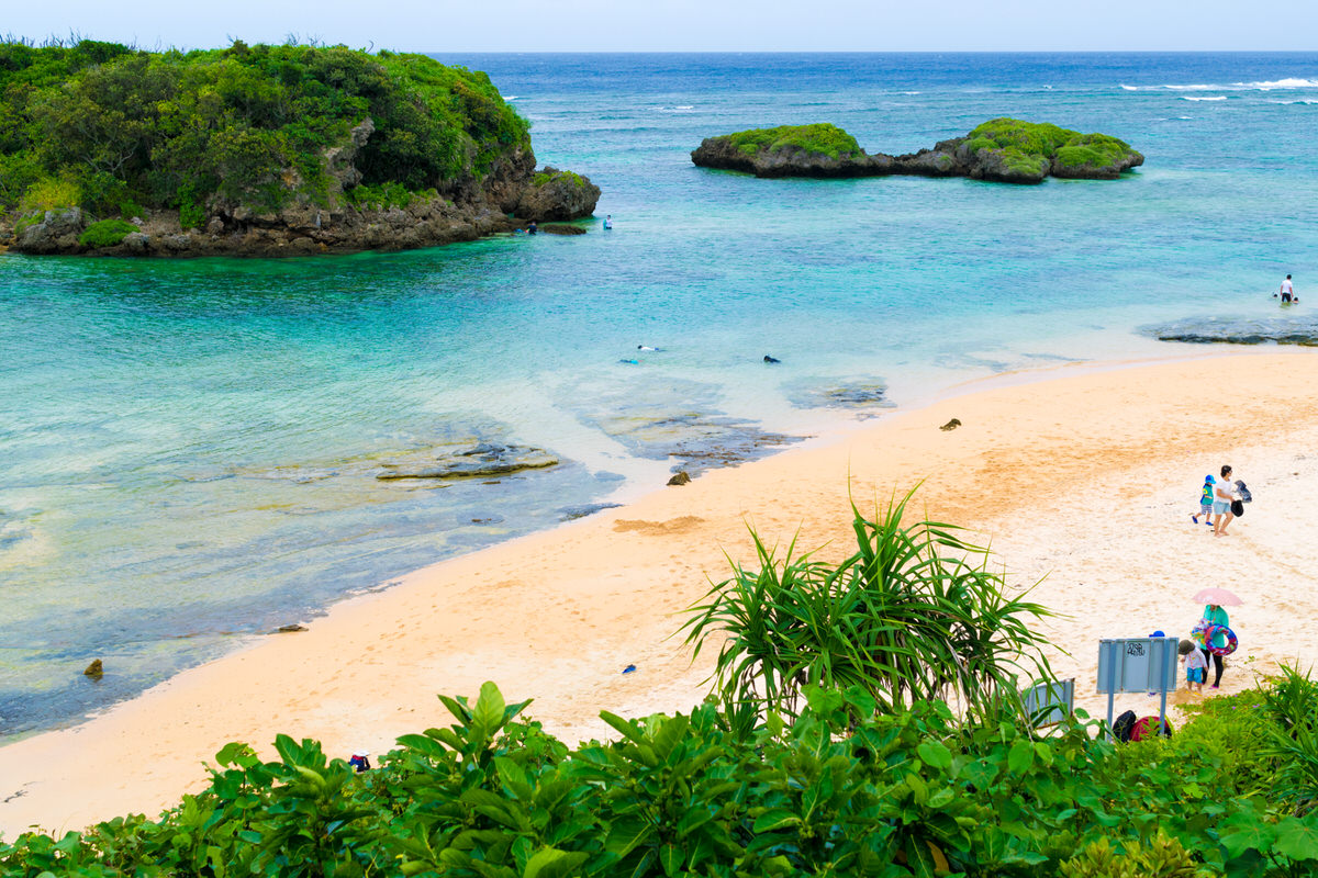 【西表島】星砂の浜 星の形をした砂がある西表島で一番人気のビーチ