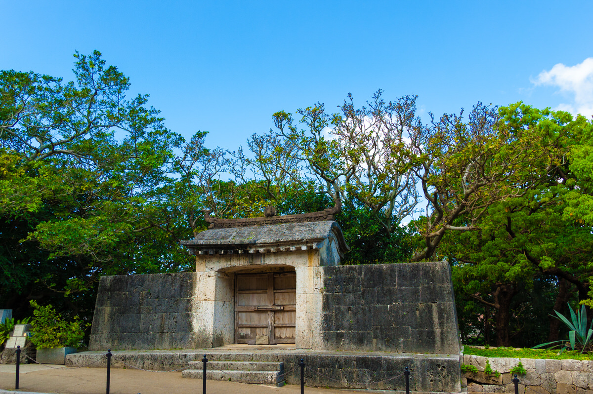 沖縄 世界遺産 園比屋武御嶽石門