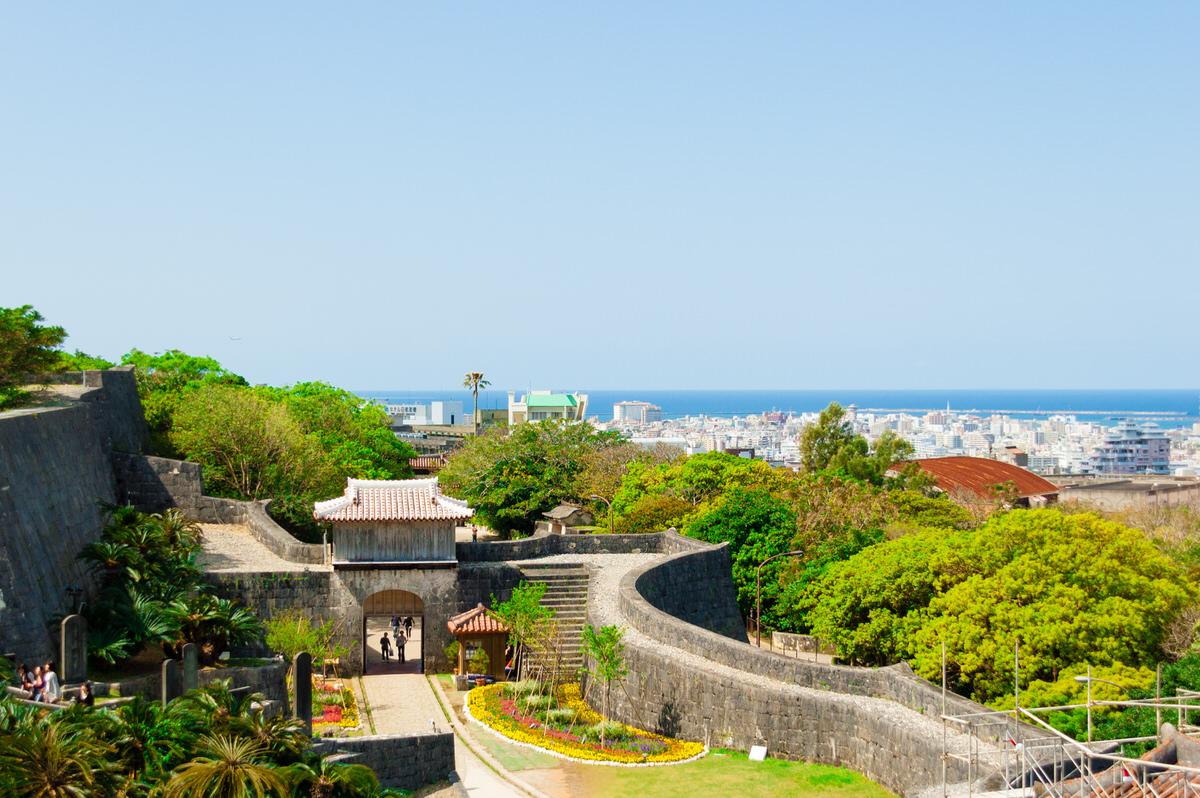 沖縄 首里城から歓会門と市街を望む