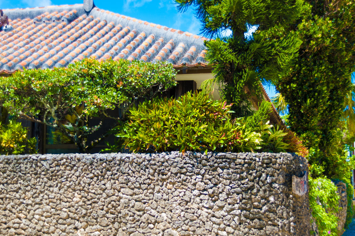竹富島 赤瓦屋根 石垣
