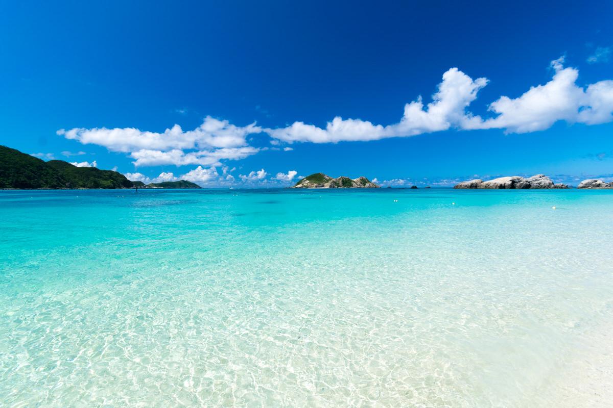 那覇から35分でケラマブルーの美しい海へ。泊港から慶良間諸島へ