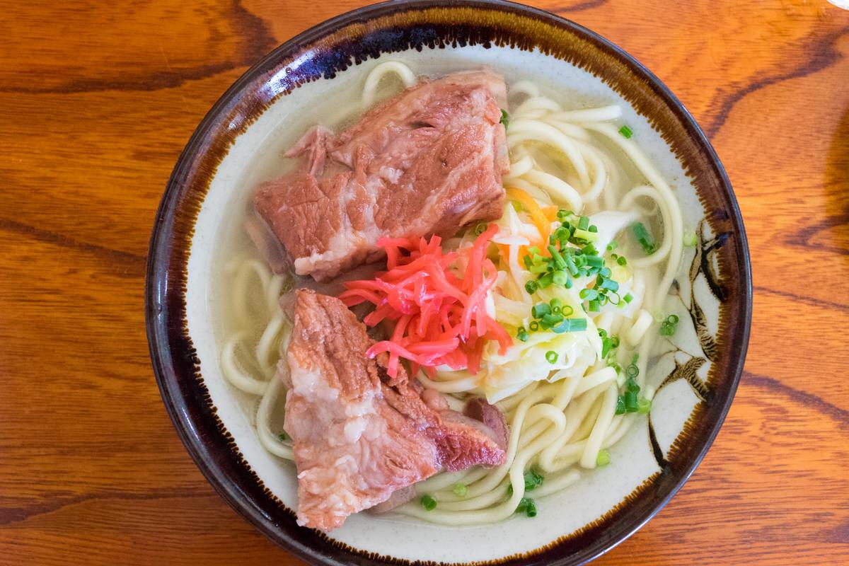 ニンニクの効いたスープが特徴「丸吉食堂」で宮古そばを堪能