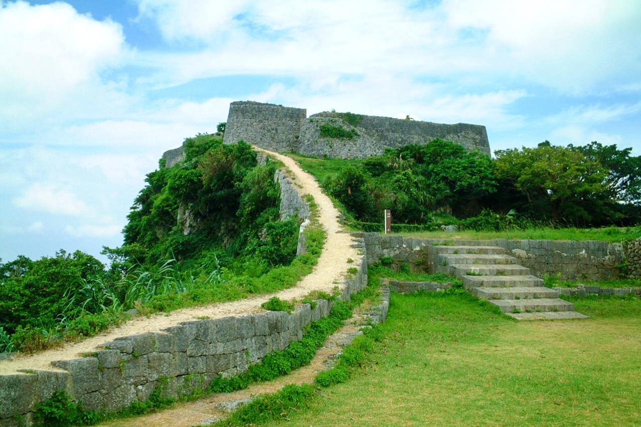世界遺産 勝連城跡  海を見下ろす沖縄最古のグスク