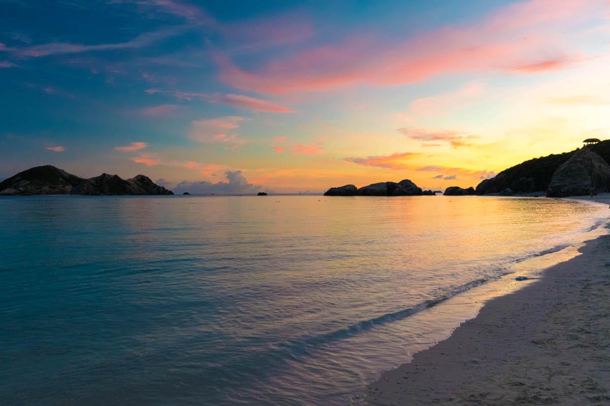 阿波連展望台、渡嘉敷島随一の夕日を望む絶景スポット。